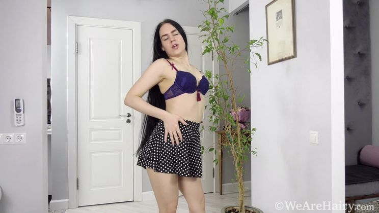 Melissa Green takes time to masturbate and orgasm