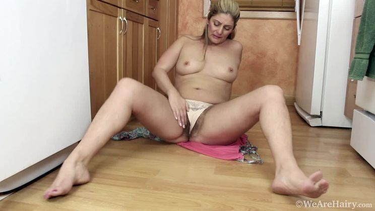 Alicia Silver masturbates in her kitchen after tea