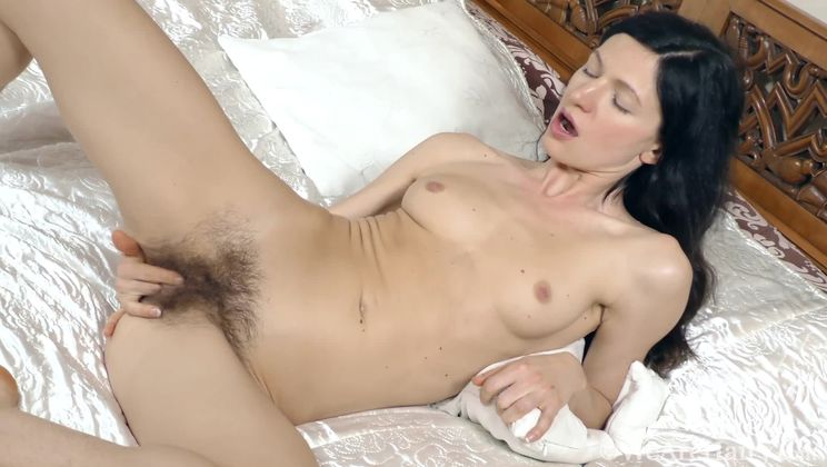 Efina lays in bed to masturbate and have orgasms